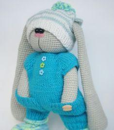 Easter Crochet, Crochet Bunny, Knit Or Crochet, Crochet Crafts, Crochet Stitches Chart, Crochet Patterns, Knitted Dolls, Crochet Dolls, Beren