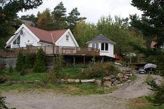 "FINN – ""Sørlandsidyll"" Hytte nær sjø i Søgne for leie i sommer. Alternativt Åremålsleie til firma. Home Fashion, Cabin, House Styles, Places, Home Decor, Decoration Home, Room Decor, Cabins, Cottage"