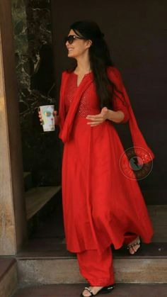 Casual Indian Fashion, Indian Bridal Fashion, Indian Wedding Outfits, Pakistani Outfits, Indian Outfits, Stylish Dresses, Fashion Dresses, Indian Designer Suits, Kurta Designs Women