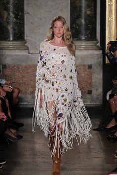 サマーポンチョはいかが? 最新ファッショントレンド情報 ファッショントレンド:シュワルツコフ オンライン