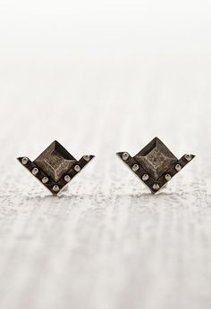 The 2Bandits Geo Stud Earrings | Forever 21 - 1000162158
