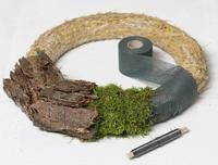 Advent decoration: with bark and rust, When Advent approaches, it's all about wreaths. We show you how to make an advent wreath from tree bark step by step. Garden Table, Garden Art, Christmas Diy, Christmas Wreaths, Advent Wreath, Christmas Appetizers, Nature Decor, Rustic Decor, Flower Arrangements