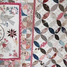 This quilt by @midknightquilter is so beautiful.. A total mix of old and new fabrics and the occasional other quilters scrap..The pink border is a recent v mod fabric which makes everyone else jump out. You will just have to take my word for it that the hand quilting is extraordinary!!! #quiltsinthebarn #margsampsongeorge