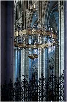 Bourges Cathedral surprising both for its absence of a transept as its double aisle. This feature provides a longitudinal perspective that continues the traditional division of a transept breaks elsewhere. By Barbara DALMAZZO-TEMPEL, via Flickr