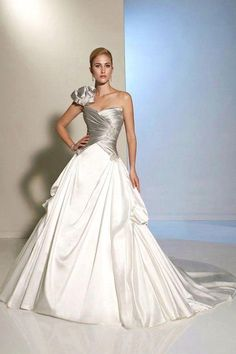 536cd5432 Quinceanera dress - The biggest element of the quinceanera for a girl  turning fifteen is the dress! The ideal quinceanera gown makes the birthday  girl feel ...