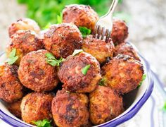 These Sweet and Spicy Korean Meatballs will change your life. Made with lean beef, flavored with garlic, Sriracha and glazed with a spicy apricot glaze. Easy Cooking, Cooking Recipes, Healthy Recipes, Healthy Foods, Beef Kabob Recipes, Guam Recipes, Meatloaf Burgers, Romanian Food, Romanian Recipes