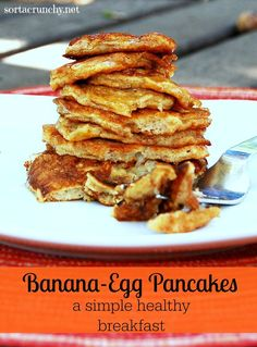 So simple! These flourless banana egg pancakes are a fast and healthy breakfast. Easy Healthy Breakfast, Free Breakfast, Breakfast Recipes, Brunch Recipes, Banana Breakfast, Pancake Recipes, Morning Breakfast, Banana Egg Pancakes, Banana And Egg