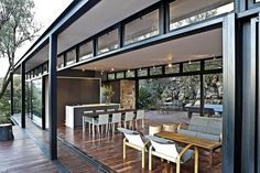 Johannesburg studio GASS Architecture have recently completed the Westcliff Pavilion. This steel-framed residence is located on the Westcliff Ridge in Johannesburg, South Africa. Blog Architecture, Pavilion Architecture, Steel Frame House, Steel House, Steel Frame Construction, Cottage Design, Patio Doors, Prefab, Modern House Design