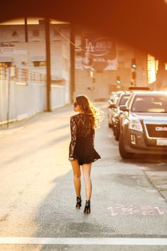 www.streetstylecity.blogspot.com Be inspired by the people in the street ! petite fashion blog, lace and locks, los angeles fashion blogger, spring fashion, black lace romper, date night looks, morning lavender romper, cute rompers, leopard clutch