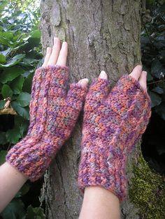 Ravelry: Heather fingerless mitts pattern by Pauline Fitzpatrick
