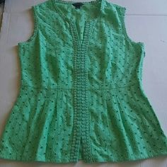 Nwot Adorable Banana Republic eyelet top Super cute top. Never worn. Poppy green color compliments all complexions. Side zip, figure flattering.18 1/4 pit to pit laying flat. 16 inches waist, 24 1/2 length. Banana Republic Tops