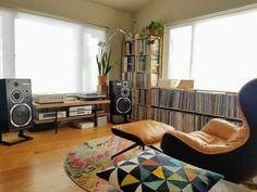Audiophile Music, Diy Headphones, Modern Interior, Interior Design, Vinyl Record Storage, Audio Room, Home Theater Design, Vintage Diy, Apartment Living