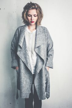 Modern coat made out of pure wool with long fronts. Worn open give you a easy and casual style, closed for a cosy and warm protection against the cold. Fashion Outfits, Womens Fashion, Coats For Women, Mantel, Fashion Accessories, Style Inspiration, Pure Products, Blazer, Wool