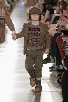 Fall 2014 looks are now available online, with part of the proceeds benefitting Reach Out and Read as part of the Ralph Lauren Children's Literacy Program Ralph Lauren Enfants, Ralph Lauren Kids, Toddler Fashion, Boy Fashion, Junior Fashion, Gothic Fashion, Baby Boy Outfits, Kids Outfits, Fashion Trends 2018