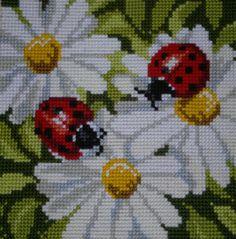 Vervaco Cross Stitch Designs, Cross Stitch Patterns, Cross Stitch Cushion, Palestinian Embroidery, Bead Crochet Patterns, Needlepoint Designs, Tapestry Crochet, Cross Stitch Flowers, Cross Stitching
