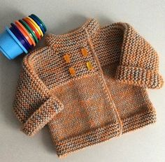 quickly a knit vest for the return – baby sweaters Baby Knitting Patterns, Knitting For Kids, Baby Patterns, Free Knitting, Knit Vest, Baby Cardigan, Crochet Baby, Knit Crochet, Tricot Baby