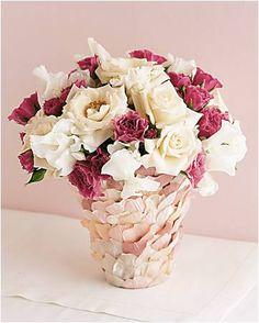 """Sempre fui uma grande apreciadora de coisinhas delicadas e com cara de """"o amor está no ar""""... AMO, AMOOO!!! Estampas florais e cheias de al..."""