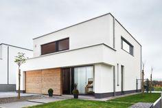 sectionale garagepoort geïntegreerd in Plato gevelbekleding | Porte de garage | Realisatie: L-door | Ontwerp: architect Femke Van den Broeck Meer info: www.l-door.be of www.cre-8-ive.be