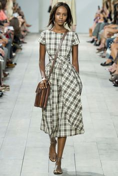 Michael Kors Collection Spring 2015 Ready-to-Wear Collection Photos - Vogue Michael Kors 2015, Michael Kors Collection, Handbags Michael Kors, Mk Handbags, 2015 Fashion Trends, Looks Street Style, Fashion Show, Fashion Design, Fashion Blogs