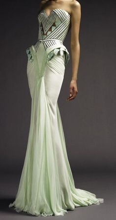 Atelier Versace Art Deco style gown in pale mint Foto Fashion, Art Deco Fashion, High Fashion, Fashion Beauty, Dress Fashion, Fashion Goth, Fashion Vintage, French Fashion, Modern Fashion