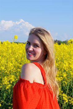 Heartfelt Hunt - Canola Fields - Off-shoulder dress, straw hat, straw tote, sunglasses, sandals and long blonde loose curls
