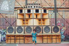 """El Gran Latido Sound System es un Sound System de sonido artesanal de cuatro vías. Es el Sound System más grande de Bogotá, Colombia. Y también se le conoce por el nombre de """"Picó del Altiplano"""". Reggae, Speakers, Grande, Tower, Culture, Templates, Rook, Computer Case, Loudspeaker"""