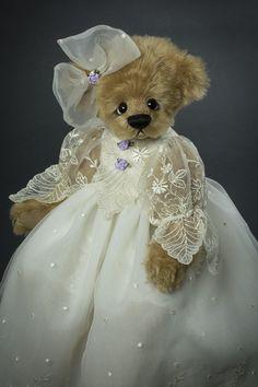 Sweet Jolene - About 18 inches. Created from German mohair. #artistbear #artistbears #teddybear #teddy #vickylougher