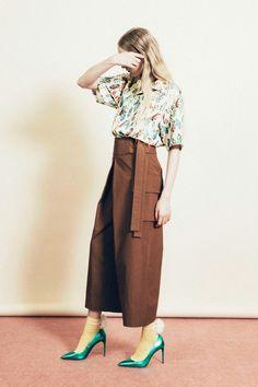 アンドゥミ(1/2 Un-Demi) 2018年春夏コレクション Gallery15 Skirt Pants, Midi Skirt, Pant Shirt, Office Outfits, Textiles, Fashion Pants, Minimalist Fashion, Casual Looks, Knitwear