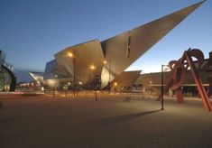 #libeskind #denver #museum #studio #daniel #artDenver Art Museum / Studio Libeskind Denver Art Museum – Daniel LibeskindDenver Art Museum – Daniel Libeskind Chinese Architecture, Modern Architecture House, Futuristic Architecture, Modern Houses, Van Gogh Museum, Art Museum, Daniel Libeskind, Frank Gehry, Hanoi
