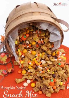 The combination of salty and sweet Chex Mix treat with just a touch of spicy cinnamon makes this Pumpkin Spice Snack Mix perfect for fall! Pretzels Bugles Candy Corn Butterscotch M&M's and more! Fall Snacks, Halloween Snacks, Fall Treats, Halloween Trail Mix Recipe, Fall Snack Mixes, Holiday Snacks, Halloween Party, Fall Desserts, Fall Trail Mix Recipe