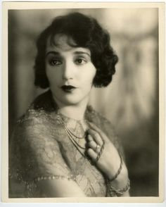 bebe daniels Bebe Daniels, Hollywood Forever Cemetery, Hollywood Stars, Classic Hollywood, Thing 1, Child Actresses, American Actress, The Twenties, Jon Snow