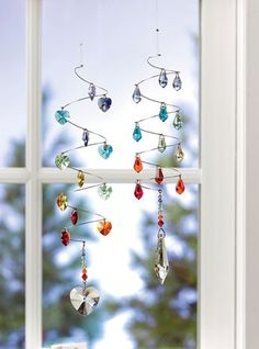 Crystal Spiral Suncatcher fills a room with rainbows. Choice of Heart or Icicle crystals.Crystal Spirals from Gardener's Supply Wire Crafts, Bead Crafts, Shell Crafts, Suncatchers, Crafts To Sell, Diy And Crafts, July Crafts, Carillons Diy, Deco Nature