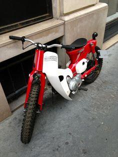 Red & white Honda Super Cub 110 custom