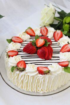 Raspberry, Strawberry, Food Coloring, Fruit Salad, Cake Decorating, Decorating Ideas, Cheesecake, Deserts, Good Food