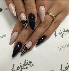 Like these - - Lace Nails, Silver Nails, Get Nails, Hair And Nails, Nail Art Designs, Studded Nails, Acrylic Nail Art, Perfect Nails, French Nails