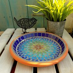 15 Ideas for mosaic bird bath paint Mosaic Birdbath, Mosaic Garden Art, Mosaic Tile Art, Bird Bath Garden, Diy Bird Bath, Mosaic Flower Pots, Terracotta Flower Pots, Mosaic Pots, Mosaic Birds