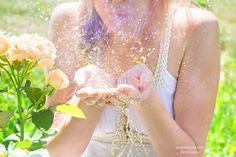 Glitter and sparks- Summer photoshoot idea Action Movies, Photo Shoot, Flower Girl Dresses, Glitter, Drink, Wedding Dresses, Summer, Ideas, Food