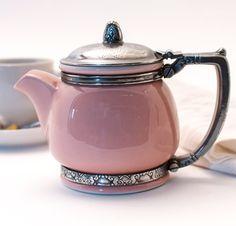 Tea: Rare vintage Waldorf Astoria china & silver teapot from the for time. Tea: Rare vintage Waldorf Astoria china & silver teapot from the for time. Silver Teapot, Pink Teapot, Teapots And Cups, My Cup Of Tea, Chocolate Pots, Vintage China, Retro Vintage, Vintage Teapots, Vintage Coffee
