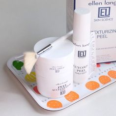 Here's something new in my kit. At home peeling kit from @ellenlange for a serious exfoliating action. Not for everyday use and definitely with serious caution and care.  #recentpurchase #fdbeauty #clozetteid #ellenlange #beauty #skincare #skincarearsenal #deszellskincarearsenal #acidtoner #peelingkit #skincareblogger #beautyblogger #beautybloggers #beautycommunity #bblogger #bbloggers