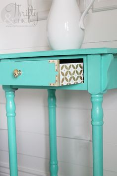 DIY furniture painting idea : add fun design to side of drawers. Side Table Makeover, Redo Furniture, Painting Furniture Diy, Painted Furniture, Cute Furniture, Home Decor, Furniture Rehab, Furniture Inspiration, Table Makeover