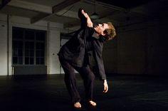 Piergiorgio Milano coreografo, danzatore, acrobata. Ha lavorato con Sidi Larbi Cherkaoui, James Thièrre, David Zambrano, Rodrigo Pardo, Raffaella Giordano. Ha vinto con il suo assolo #Denti i premi: Mas Danza, Baltic Movement, Dance Factory. È cofondatore del Collettivo 320Chili con cui vince il #PremioEquilibrio 2010. #VIEFestival2016 #Teatro #Danza #Musica #dancer #dance #theater #modena #bologna #carpi #vignola #performer #artist #performance