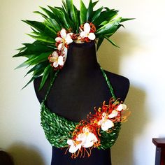 tahitian costume (saving for the idea of an assymetrical headpiece) Polynesian Dance, Polynesian Culture, Burlesque Costumes, Dance Costumes, Hawaiian Costume, Tahitian Costumes, Tahitian Dance, Hula Skirt, Flower Costume
