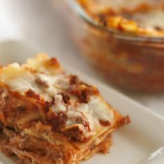 5 ingredient lasagna by SincerelyJean.com! Easy and delicious - everyone will love this dinner recipe! Try more of our five ingredient recipes on our blog.