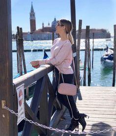 "142.7k Likes, 900 Comments - Snapchat: heynahcardoso (@nahcardoso) on Instagram: ""Fazendo a plena numa escada por aí em Veneza mas tava pensando no almoço. Look de hoje todo amor e…"""
