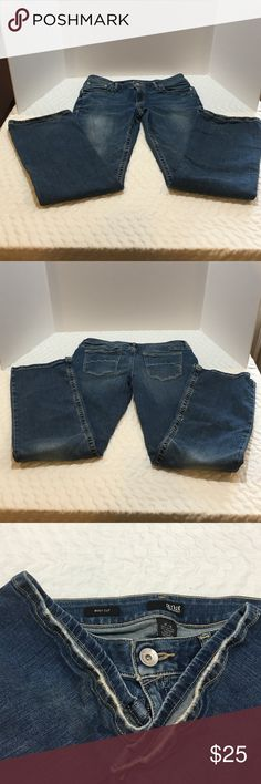 a.n.a (A New Approach) Jeans Gently used a.n.a. jeans. They are in good conditions. A little wear on the heels, shown in picture 3. I wore them a few times, but they are to. If for me.  Let me know if you have any questions. Thanks! a.n.a Jeans Boot Cut