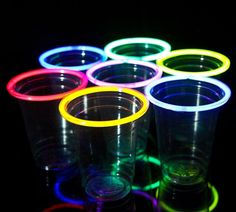 Get into the party spirit from the moment you have your first sip with the glow stick party cups. These festive cups come equipped with bright and colorful glow stick rims that make sure that the party stays popping' all night long Party Kulissen, Party Cups, Party Games, Ideas Party, Party Favors, Diy Ideas, Neon Birthday, Birthday Games, 13th Birthday