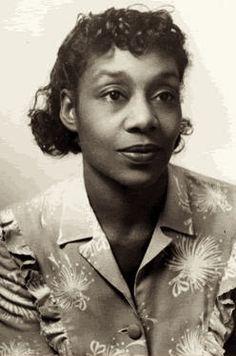 Dorothy West, nacido en Boston en 1907, se trasladó a la ciudad de Nueva York en 1925 a la edad de dieciocho años. Era la más joven entre un grupo de artistas y escritores que trabajan en el período que llegó a ser llamado el renacimiento de Harlem.