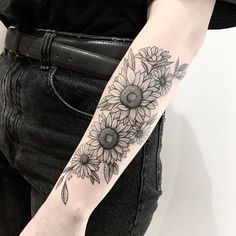 Check out our gallery to get Best Sunflower Tattoo Designs. Sunflower Tattoo Sleeve, Flower Tattoo Arm, Sunflower Tattoos, Sunflower Tattoo Design, Arm Tattoo, Tattoo Ink, Line Art Tattoos, Up Tattoos, Black Tattoos