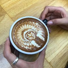 opere d'arte con la schiuma del caffè