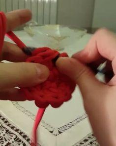 Yuvarlak sepet tabanı video3: 1 tek 1 çift olacak şekilde sıra sonuna kadar örüyoruz... . . #minnakisler #minnakişler #minnaksepet #sepet #orgu #penyeip #yuvarlaksepet sepet #penyesepet #miniksepet #minnakseyler #knit #knitting #nihale #desenliip #gri #elemegi #elemegigoznuru #paspas#handmade #penyepaspas #croche #crochet #crochetlove #video #sepetyapimi